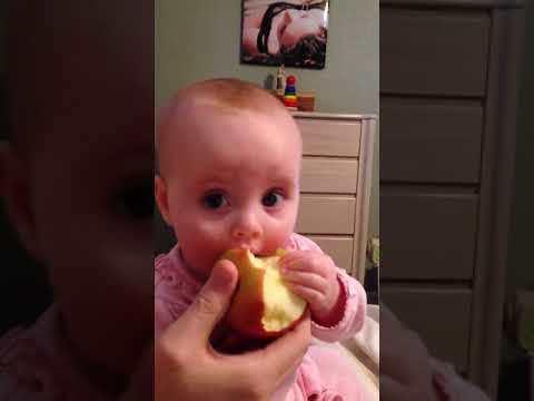 Ellie's first taste of apple [VIDEO]