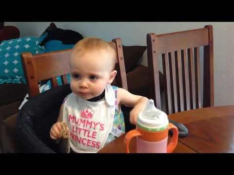 Ellie feeding herself [VIDEO]