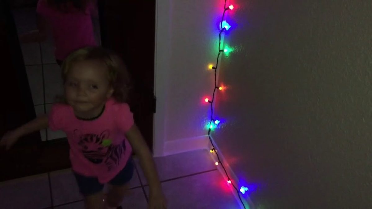 Ellie's Christmas lights [VIDEO]